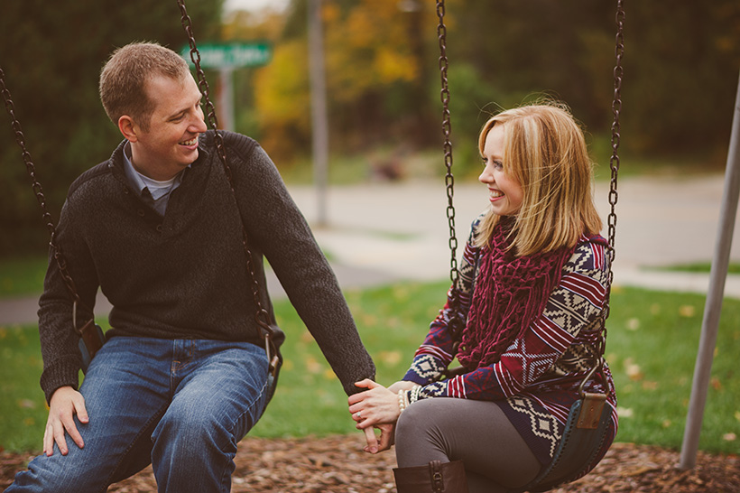 Engagement-session-on-swings