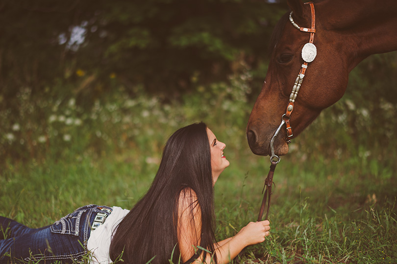 Senior-photos-with-horse